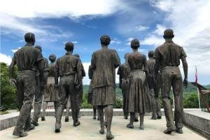 clinton 12 statues in Anderson County, Tennessee